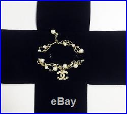 NIB Classic CHANEL pearls bracelet 18K gold double hand chain crystal CC logo